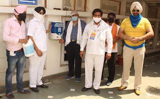 सरबत दा भला ने श्री गुरु सिंह सभा गुरुद्वारा में कोरोना महामारी से बचाव हेतु आटोमेटिक सैनिटाइजर मशीन भेंट की
