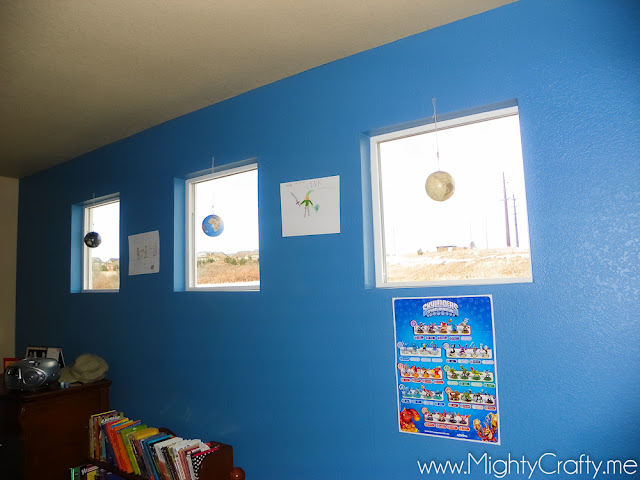 Boys room decorated with maps and globes from www.MightyCrafty.me