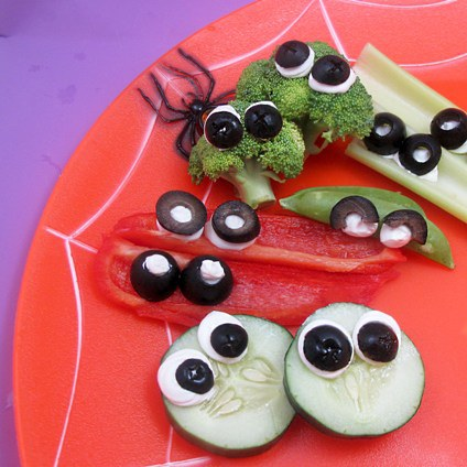 Googly-Eyed Crudites #halloween #snackideas