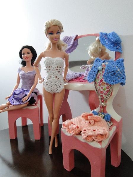 maiô, shorts, chapéu, cinto e bolero de crochê para Barbie Pecunia MM