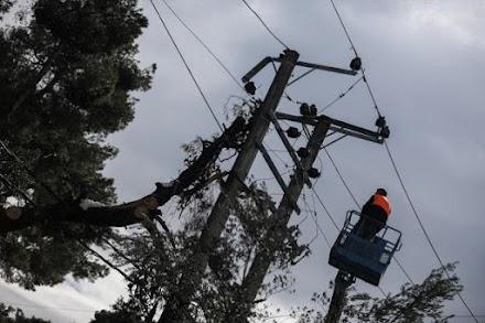 ΔΕΔΔΗΕ: Περίπου 1.000 νοικοκυριά παραμένουν χωρίς ρεύμα