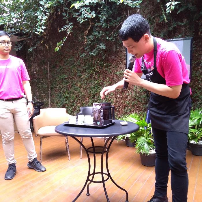 Kampanye deteksi kanker payudara Pinkvoice di Starbucks