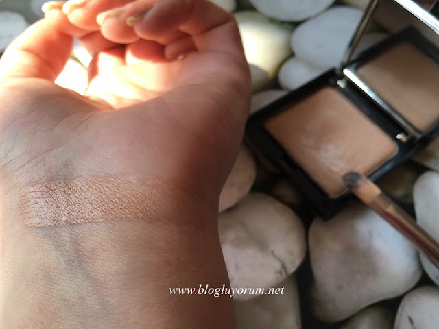 rival de loop camouflage make up 01 natural swatch