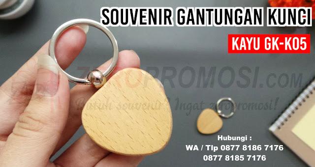 Souvenir Promosi Gantungan Kunci Kayu GK-K05, Souvenir Pernikahan Gantungan Kunci Kayu GK-K05, Gantungan Kunci Kayu Love sablon logo kode GK-K05