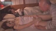 ลูกสะใภ้โดนพ่อปู่ย่องลักหลับกลางดึก แอบเอากันตอนผัวหลับข้างๆ