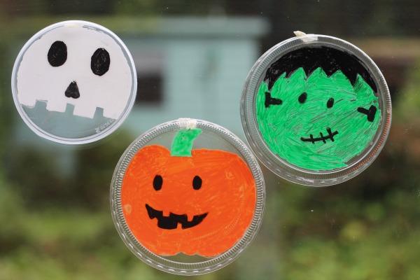 Jack o lantern pumpkin suncatcher craft for kids