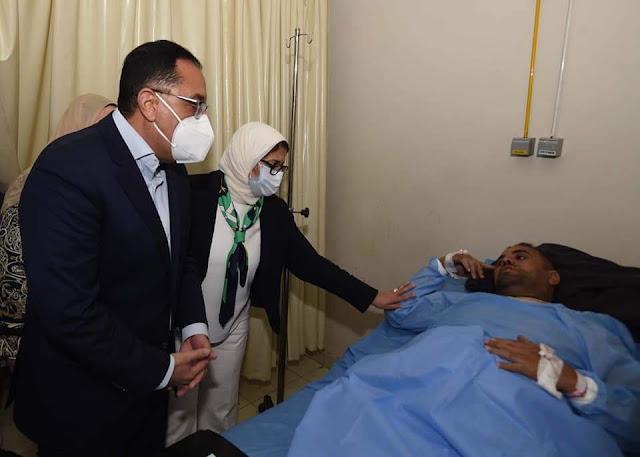 رئيس الوزراء يصل المستشفى الجامعي بسوهاج للاطمئنان على مصابي حادث تصادم القطارين