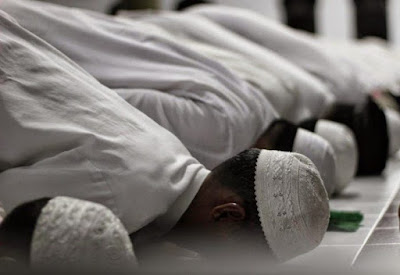 Bacaan niat sholat tarawih sendiri, berjemaah, berikut niat sholat witir