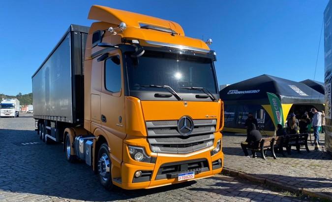 Mercedes-Benz leva caminhoneiros autônomos para test-drive de 200 km com Novo Actros