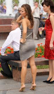 Sexy mujer buen trasero vestido pegado