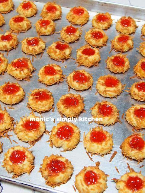 strawberry cheese thumbprint cookies