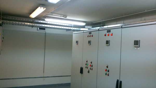 На фото работа компании  «Техстроитель» Абонентское обслуживание электрооборудования интернет провайдера