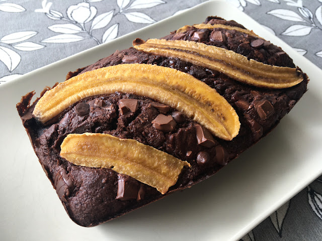 Cake sin azúcar de avena, plátano y chocolate