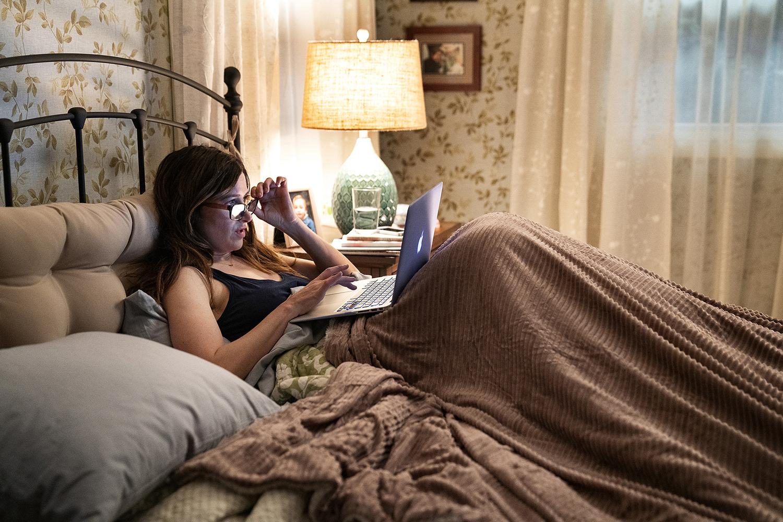 Kathryn Hahn en un fotograma de Mrs Fletcher, de HBO