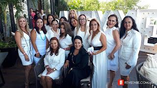 Perla Aguilar y Carmen Nicolas con algunas de las agremiadas AMEXME capitulo Cancún.