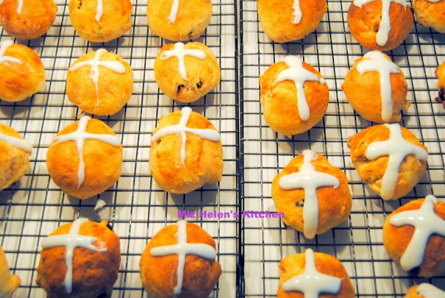 Hot Cross Buns at Miz Helen's Country Cottage
