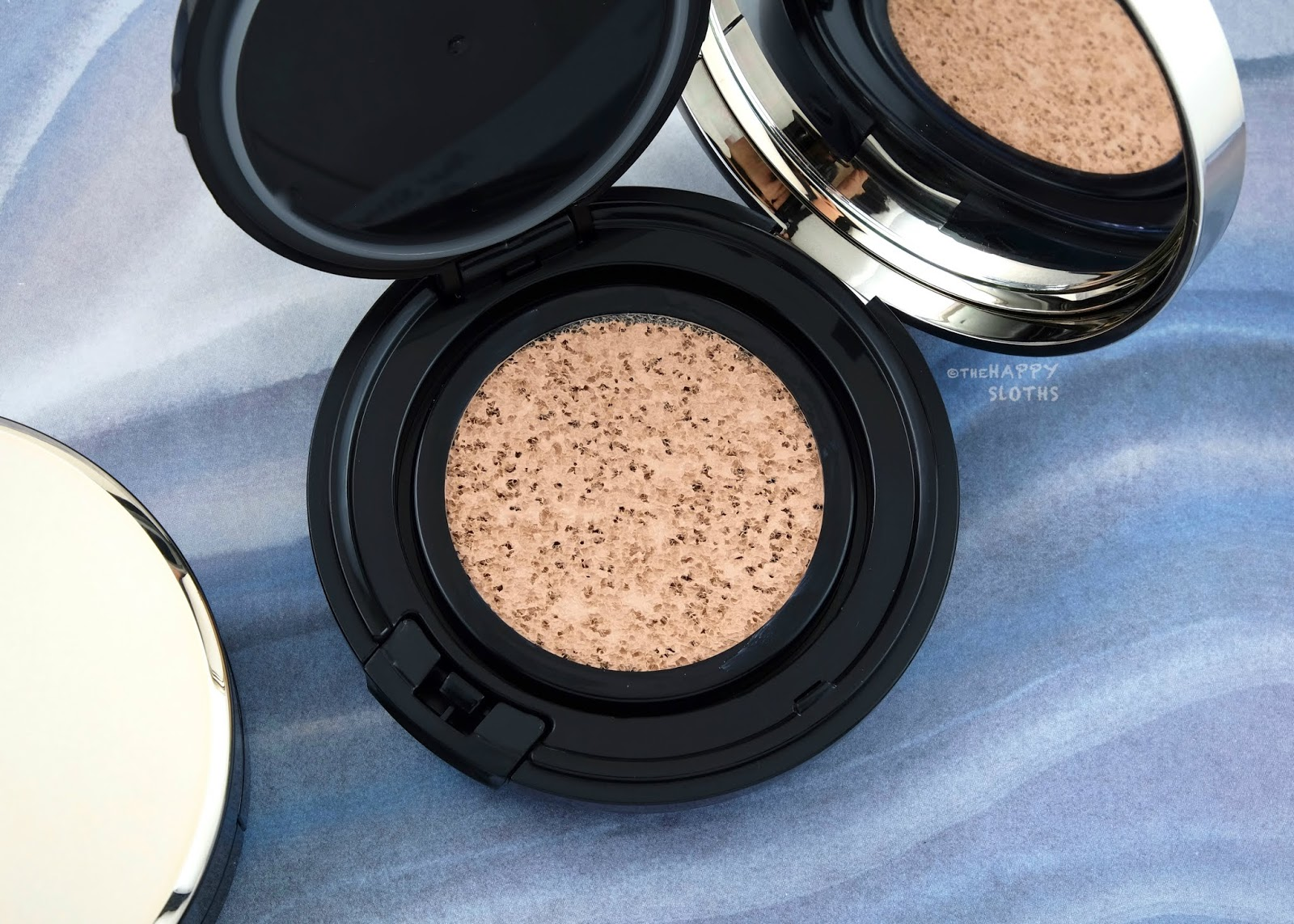 Clé de Peau Beauté | Radiant Cushion Foundation: Review and Swatches