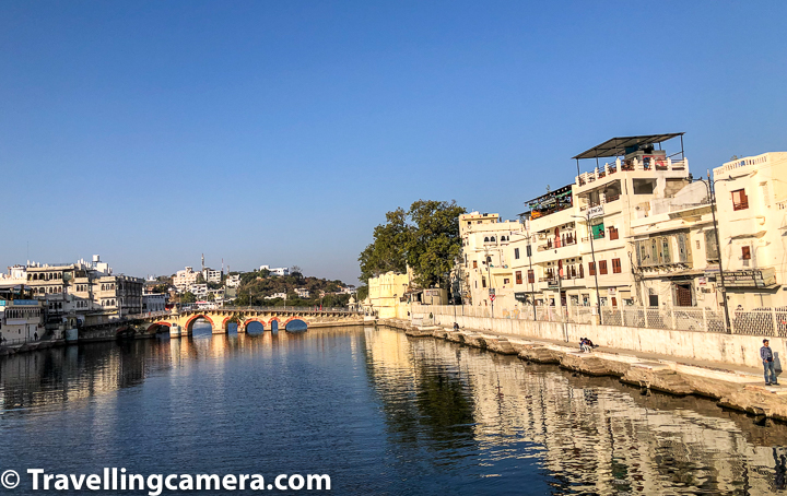 We took Chand pole pulia which is also known as Daiji bridge and on the right side of the bridge we see another bridge parallel to Daiji bridge.   Related Blogpost - Some of the most stunning sunset views around Lake Pichola & Top places to witness sunset in Udaipur , Rajasthan
