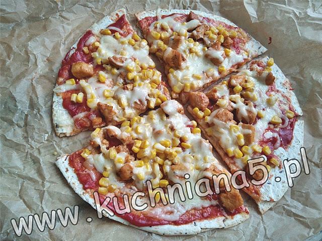 szybka pizza - tortilla - pizza na tortilli dobra pizza- smaczna pizza-szybkie danie na impreze urodziny imieniny -expres danie -niespodziewani goscie