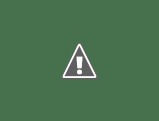 Fotografía de una señora sola cargando el carrito de la compra