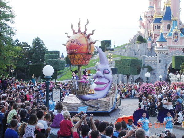 Ati fost la DisneyLand Paris?