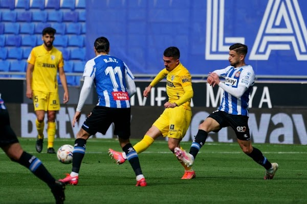 El Espanyol gana de pegada a un Málaga trabajador (3-0)