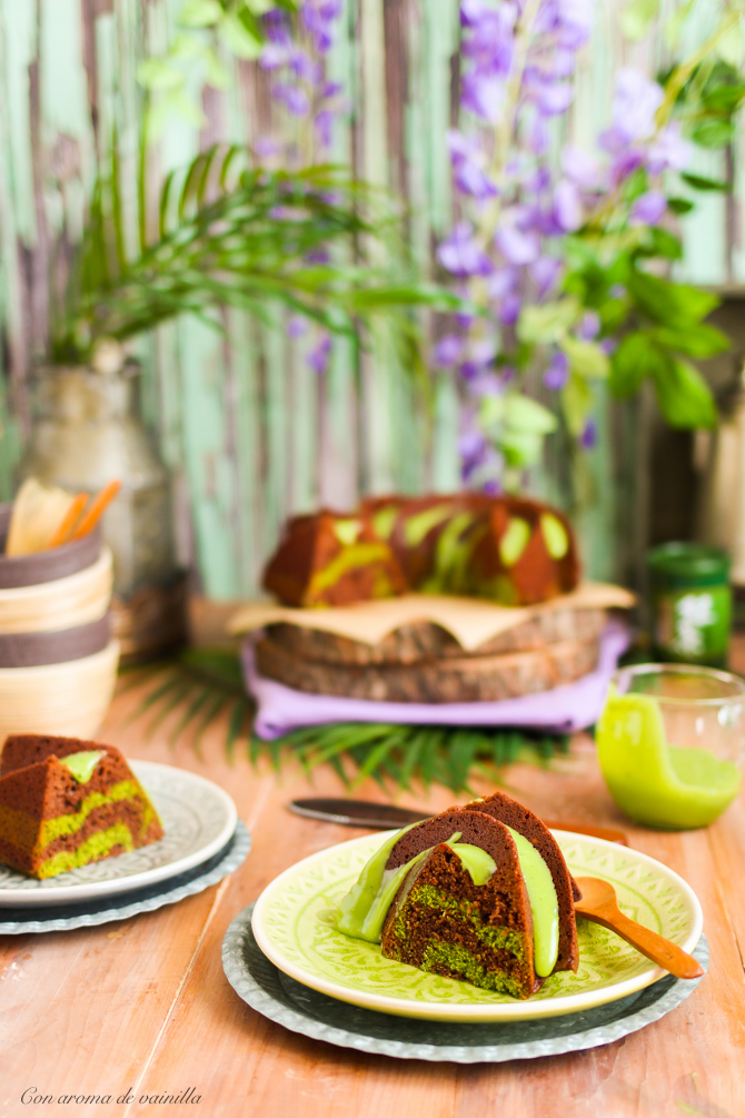 Bundt cake chocolate y té matcha