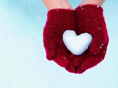 imagen de amor con guantes y nieve