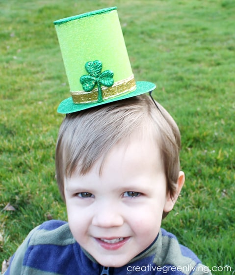 leprechaun hat craft tutorial - green glittery mini leprechaun hat for kids