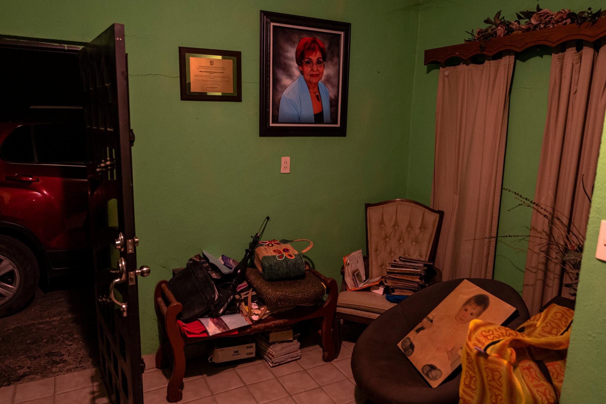 La señora Miriam Rodríguez, acecho a todos los asesinos de su hija para capturarlos, todos integrantes de Los Zetas, lo logró pero fue ejecutada
