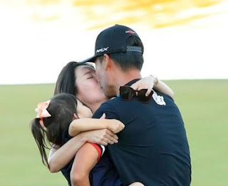 Kevin Na Kissing His Wife Julianne Na