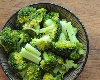 How to Steam Broccoli, step-by-step photos ♥ AVeggieVenture.com.
