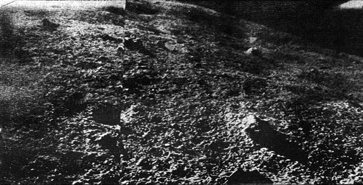 Panorama della superficie lunare fotografato da Luna 9.