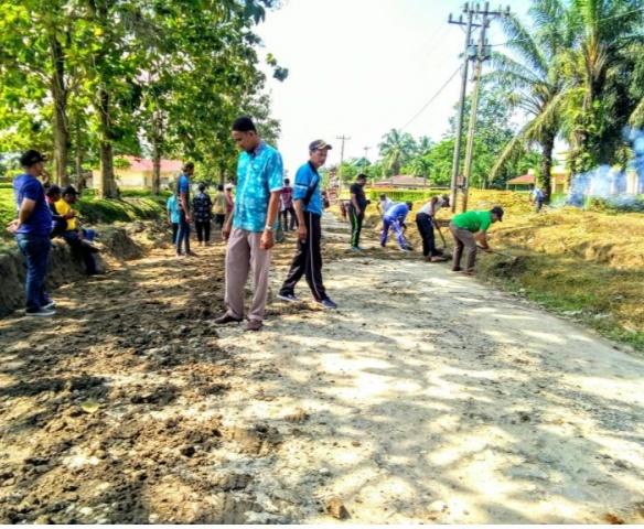 Camat dan Warga Saling bergotong royong menyambut kegiatan MTQ tingkat kecamatan