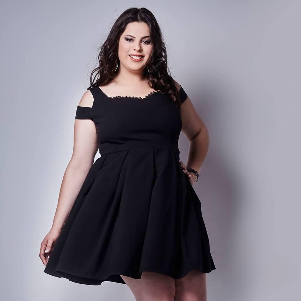 vestido preto Simone Troiano plus size