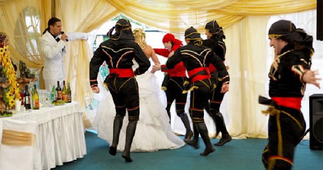 свадьба, церемония, традиции, традиции свадебные, церемония свадебная, обряды, обряды свадебные, традиции свадебные, традиции русские, традиции славянские, жених, невеста, музыка, частушки, припевки, веселье, шутки, обряды, мероприятия свадебные, веселье свадебное, музыкальные конкурсы, традиции народные, традиции старинные, похищение, похищение невесты, сценарии похищения, сценарии,  http://prazdnichnymir.ru/,