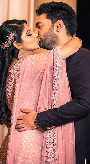 kissing romantic dp for whatsapp sharechat
