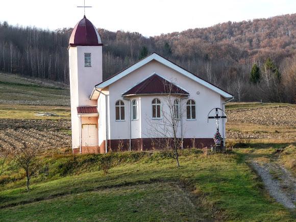 Гірські села Закарпаття. Яківське. Церква святих Петра і Павла. УГКЦ