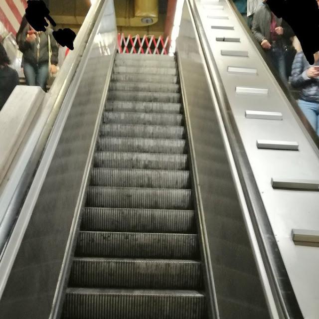 Le scale immobili della Metro A