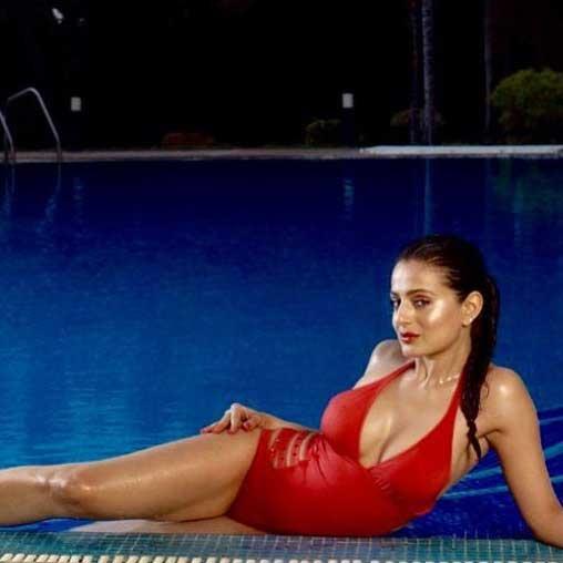 ameesha patel hot photoshoot, ameesha patel bikini