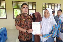 Giska Thalia Putri Pasaribu sang Juara Umum Semester Ganjil 2019 SMKN 1 XIII Koto Kampar