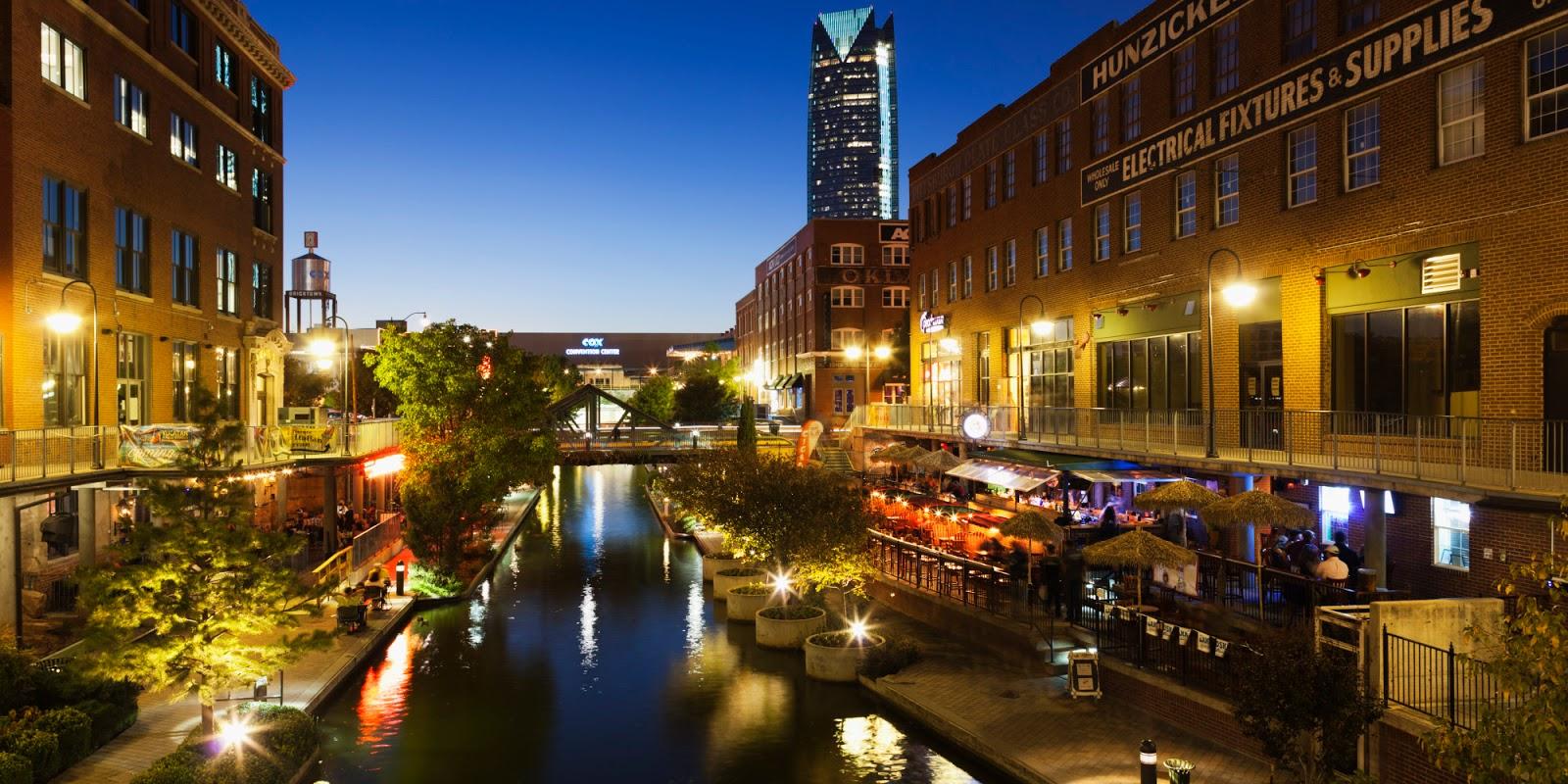 Vista de la ciudad de Oklahoma de noche