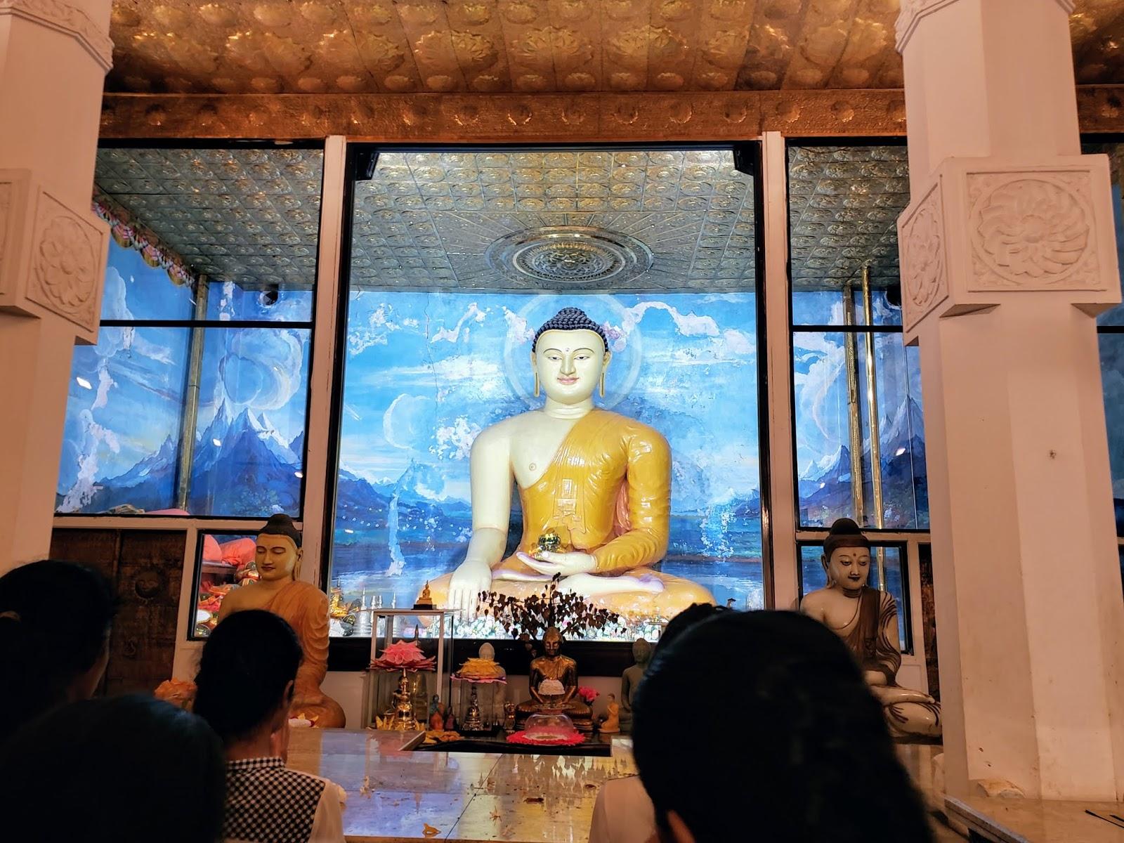 श्री महा बोधी शाखा के नीचे मंदिर