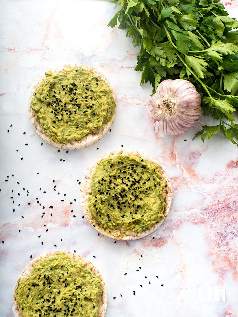 Pasta kanapkowa z zielonego groszku i koperku - przepis weganski, bezglutenowy