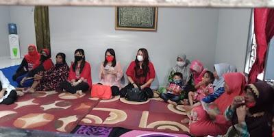 Ibu Kartika Devi Kandouw-Tanos Berbaur Bersama Ibu Majelis Taklim Mut'mainah Malendeng