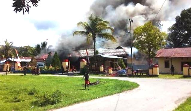 Pembakaran Mapolsek Nimboran Diduga Akibat Pengamanan Pelaku Pemalakan di SMA Genyem.lelemuku.com.jpg