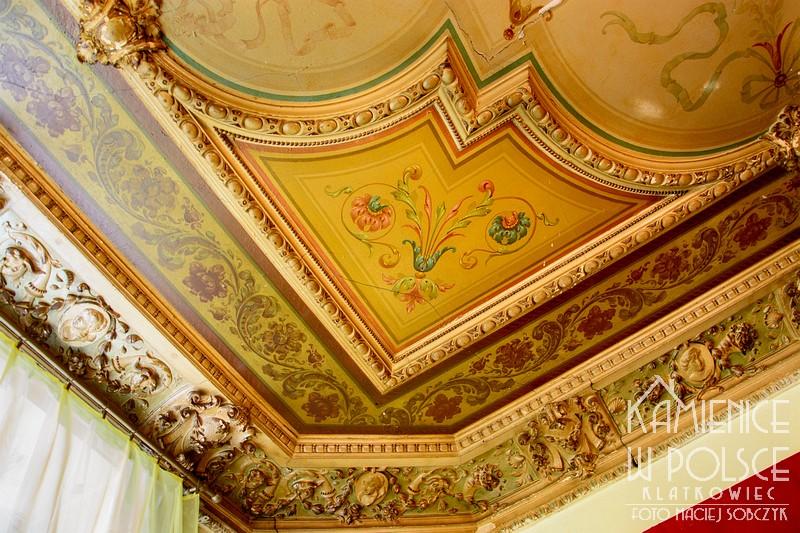 Ozorków. Wnetrze. Architektura. Zdobiony sufit. Malowidło.