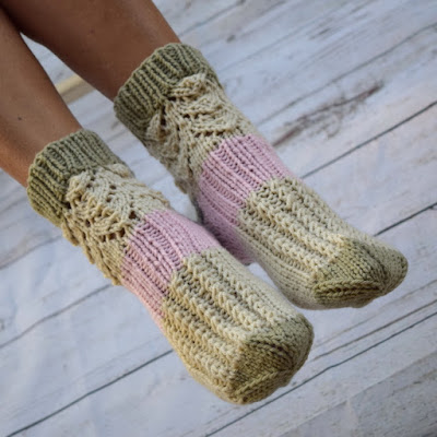 https://www.etsy.com/listing/527970595/knitted-socks-cottage-quit-socks-lace?ref=shop_home_active_11