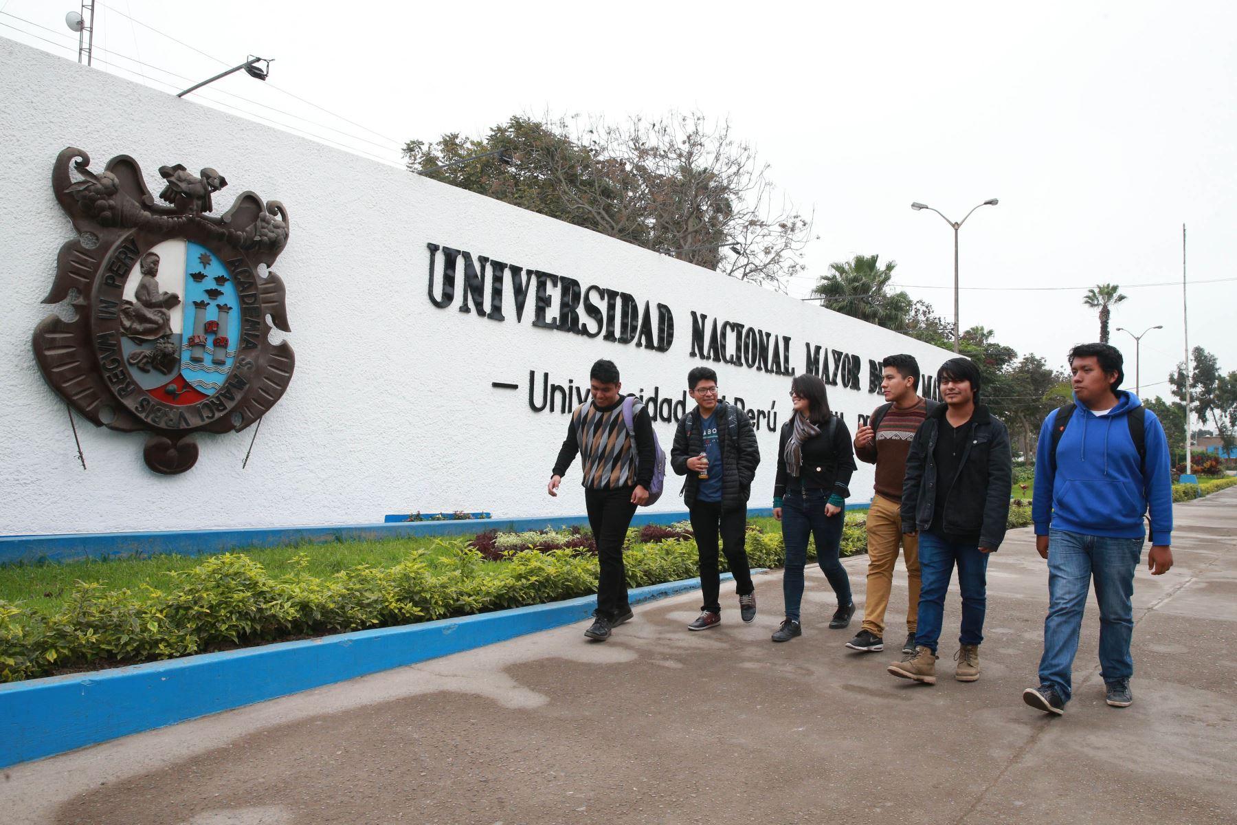 PRONABEC : postula por internet a las 8000 becas, para estudiantes de universidades publicas mas info. aquí...