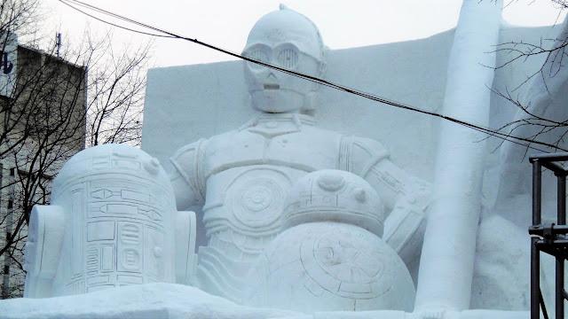 北海道、さっぽろ雪まつりの雪像、C-3POとR2-D2